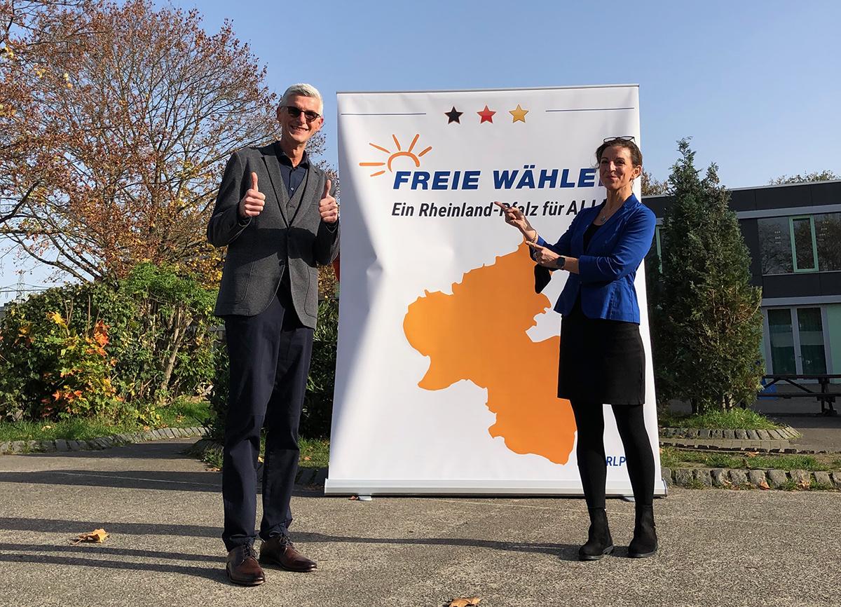 Direktkandidat der Freien Wähler Reiner Friedsam mit seiner B-Kandidatin Theresa Ueberbach