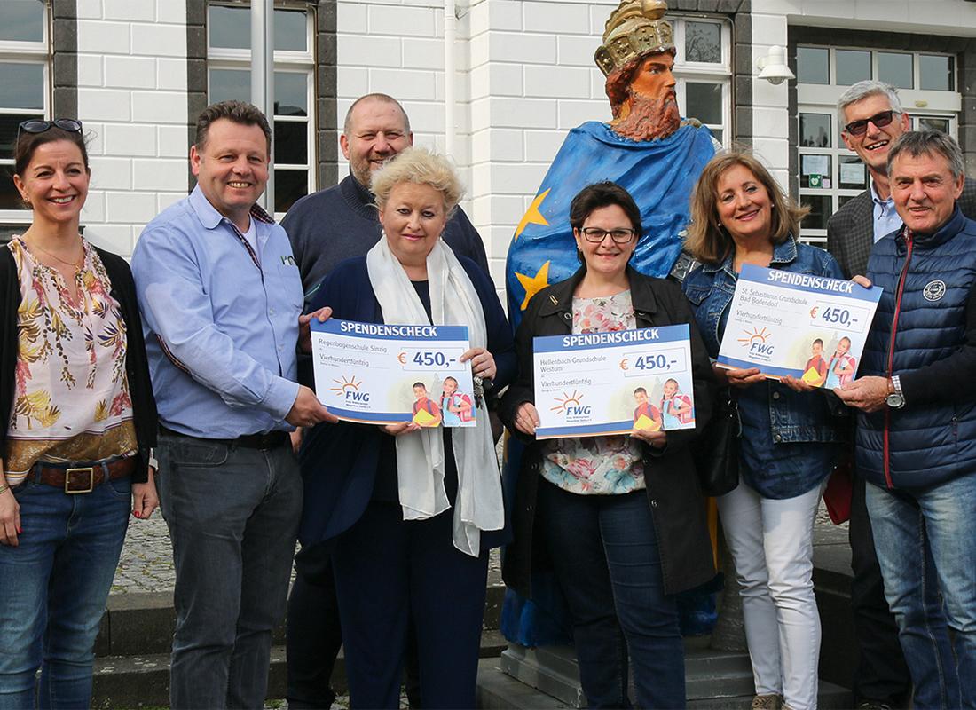 Die Freien Wähler übergeben Spenden an die Leiterinnen der Grundschulen in Bad Bodendorf, Sinzig und Westum als Baustein für die Digitalisierung in den Schulen