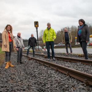 Landtagskandidat der Freien Wähler informierte sich gemeinsam mit der FWG Brohltal über dei Sanierung der Brohltalbahn