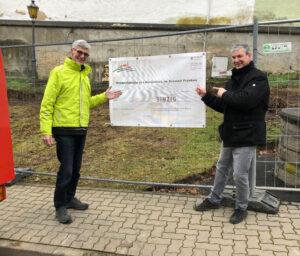 Direktkandidat Reiner Friedsam besichtigt die geplante Umgestaltung des Dorfplatzes in Sinzig-Franken
