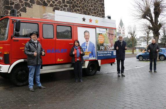 Landtagskandidat Reiner Friedsam auf dem Marktplatz in Niederzissen