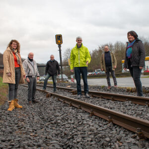 Landtagskandidat Reiner Friedsam machte sich gemeinsam mit der FWG Brohltal ein Bild von der Sanierung der Brohltalbahn