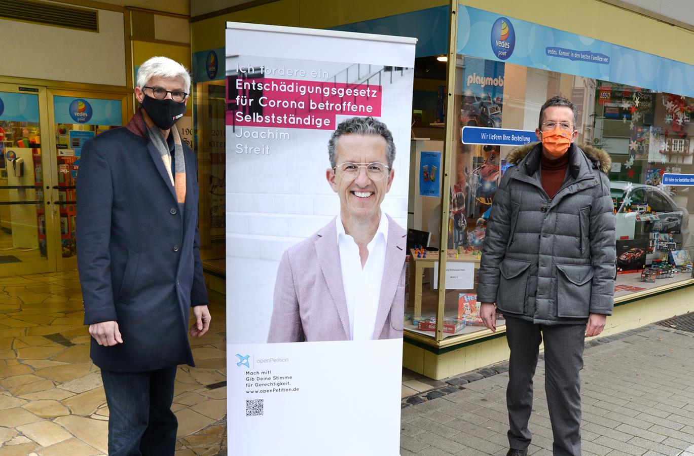 Landtagskandidat Reiner Friedsam und Joachim Streit fordern die versprocheme schnelle Zahlung der Coronahilfen