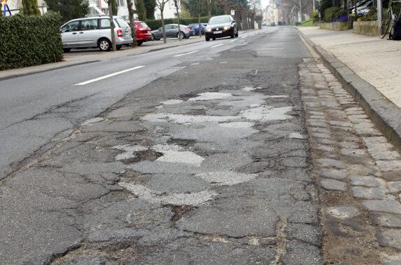 Zustand der Barbarossastraße ist seit Jahren ein Ärgernis Verantwortung der Landesstraße liegt beim Landesbetrieb Mobilität