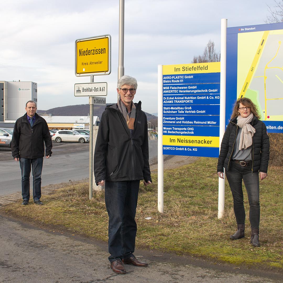 Landtagskandidat Reiner Friedsam mit Johannes Bell im Gewerbegebiet Brohltal-Ost
