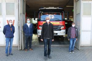 Die mehr als beengten Zustände müssen jetzt mit dem neuen Feuerwehrhaus abgestellt werden, so Landtagskandidat Reiner Friedsam mit Löschzugführer Dirk Sauer und seine Stellvertreter Mike Zilligen und Andreas Trog