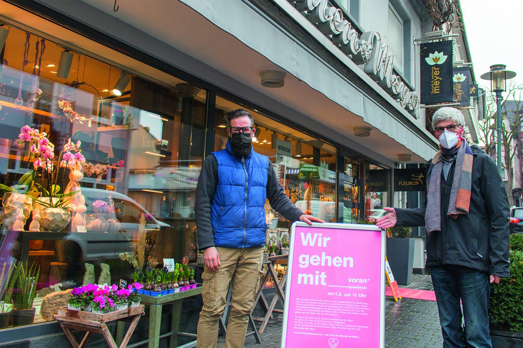 """Landtagskandidat unterstützt beispielsweise Florist Jürgen Meyer und sein Geschäft bei der Aktion """"Wir gehen mit_voran"""""""